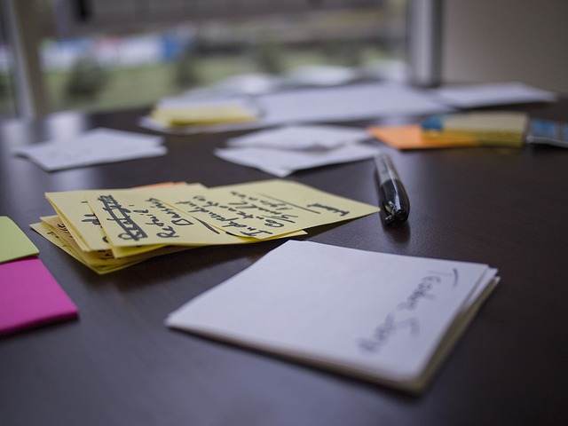 Post It Notes and a pen on a desk